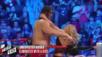 WWE男女混打,女子打不过男子,直接用强吻这招赢得比赛