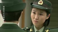 美女第一次站军姿被夸,不料一问原因全体女兵笑喷,班长一脸无辜