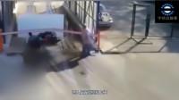 不守规矩就要付代价,男子骑电动车硬闯,没想到惩罚来得这么快!