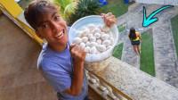 老外恶作剧将100个鸡蛋倒姐姐头上会怎样?网友:可能是皮痒了吧