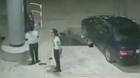 嚣张的巴西加油站,回看监控这警察下场太惨了