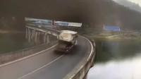 过弯不减速的半挂车,要不是监控谁会相信!5秒后画面太惨