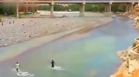 灵异事件:男子在河里玩水,突然感到不对劲,监控拍下惊险瞬间!