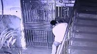 【现场直击】深夜女子刚到家门口,一男子就冲她扑了过去
