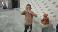 云南一9岁男童身患怪病 每天打头咬手疯狂自虐