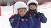 三胞胎和老师做热身操,三小只动作同步太可爱,爸爸展示高超滑雪技术