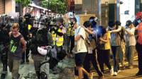 """关键一战!港警和暴徒""""浴血奋战""""27小时 雷霆出击强势逮捕730人"""