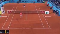 网球场上出其不意的回球得分,对手看傻眼了