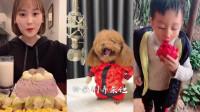 美女小姐姐吃播:各种造型水饺加上腊八蒜,一入口满脸都是幸福