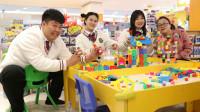 商场1:老师带学生在商场搭积木,没想搭的一个比一个奇葩!真逗