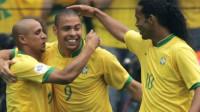 06世界杯巴西阵容堪称恐怖!小罗,卡洛斯,小儒三个人抢罚任意球