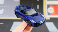 20块凑单买的蓝色玩具小汽车gtr,没想到还挺精致