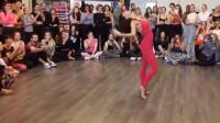 这就是我想学拉丁舞的原因,俄罗斯舞蹈老师的身姿真美