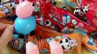 佩奇和乔治让猪爸爸给他们抓糖吃,可是猪爸爸不会玩糖果机,小朋友你们玩过糖果机吗?