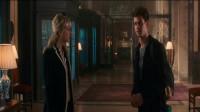 超凡蜘蛛侠2:帕克想让格温留下陪他一会,就骗前台说自己是哈佛的教授