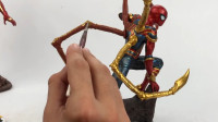 手办:用软泥打造一个蜘蛛侠,装上黄金爪后更霸气了!