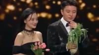 贾乃亮颁奖典礼偶遇李小璐,他的表现,真精彩