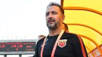 外媒:佩雷拉曾受邀执教国足,上港开3000万年薪留他