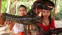 这么大的龙虾不多见,放到水里煮煮就开吃,两位农村小姐姐太奢侈