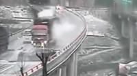 监控拍下灵异事件:大货车在大桥莫名侧翻,用科学都无法解释