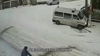 跑还来得及吗?男子的一个回头瞬间钻入车底,监控拍下蹊跷瞬间!