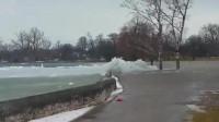 冰块巨浪是怎样神奇的存在?国外小伙录下这样一幕,太壮观了吧