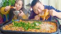 超小厨5袋螺蛳粉1只卤鸡,烤卤鸡煮螺蛳粉,夫妻俩啃鸡嗦粉超过瘾