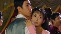 杜飞和如萍因不会跳舞,随后杜飞竟这样跳了起来,有点骚
