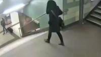 女子下楼惨遭陌生男子窜一脚监控画面令人发指