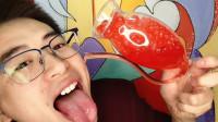 """眼镜哥吃""""趣味杯子爆爆珠"""",鲜红色彩刺味蕾,果汁爆出味道美"""
