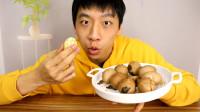 小伙自制一锅五香茶叶蛋吃个够,茶叶的芬芳,味道是真香!