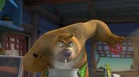 光头强和熊大照顾嘟嘟,熊二负责做好吃的,让她吃点东西