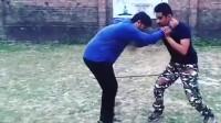 印度高手演练近身格技巧,练习熟练用于防身还是可以的