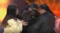 两个儿子同时被拐,门打开的那一刻,母亲的手紧紧抱儿子不放