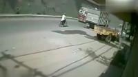 天上突然掉了辆大货车,如果不是监控,根本不敢相信