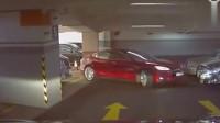 """女司机倒车入库很牛了,要不是监控拍下,谁知道她车技""""了得""""!"""