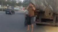 大货车违规被查,驾驶员又哭又闹还要上吊:扣我分我就死在这