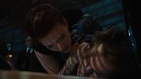 男子把责任推给钢铁侠,黑寡妇直接把他按在桌上,男子就全招了