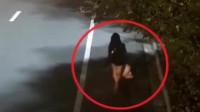 深夜短裙女子走在路边回家,突然被身后男子扑倒,她拼力反抗!