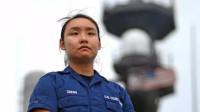 美舰上的华裔女兵,专门负责用中文向中国海警喊话,真相令人心寒