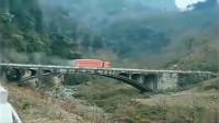 大货车走到桥的中央,发现不对劲,监控拍下恐怖的一幕