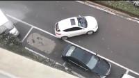 女司机墨迹停车,不料下一秒被老司机抢了车位,监控拍下搞笑画面!