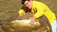 """小伙在河滩上发现巨大""""狗头金"""",凑近一看,脸色瞬间变了!"""
