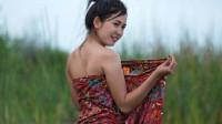 缅甸美女商贩太主动,伸手就要脱男游客的裤子,中国游客吓坏了!