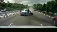 """高速上现""""灵异事件"""",女司机把宝马停在路边,监控拍下诡异一幕"""