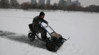 强悍!吉林一男子自制冰上推雪车,操作非常灵活