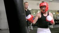 diao丝男士:拳击教练为了不挨大鹏揍,先下手为强,太机智了!