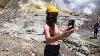 火山突然喷发致多人遇难 女子自拍时意外拍下恐怖瞬间