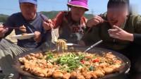 1韩国农村家庭的一顿饭妈妈今天做的什么美食儿子吃得太香了