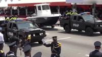 科特迪瓦年阅兵,装备方队接受检阅,好武器用卡车背着走!
